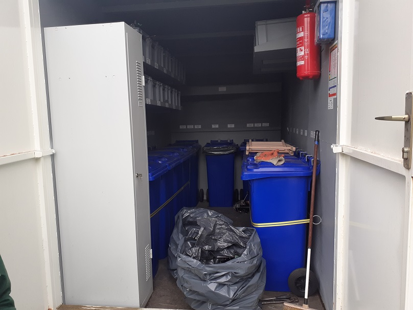 Unutrašnjost mobilnog reciklažnoig dvorišta[131137]